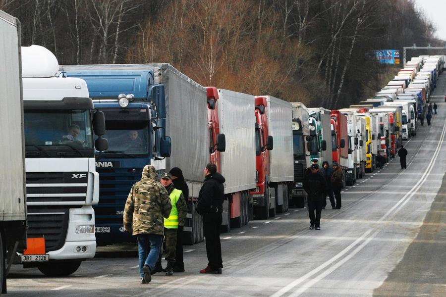 В Калининградской области собралась очередь из фур на границе с Литвой