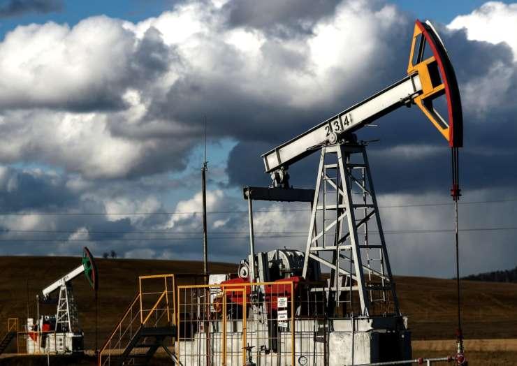 Нефть упала до минимума за неделю на фоне роста заболеваемости Covid-19 в мире